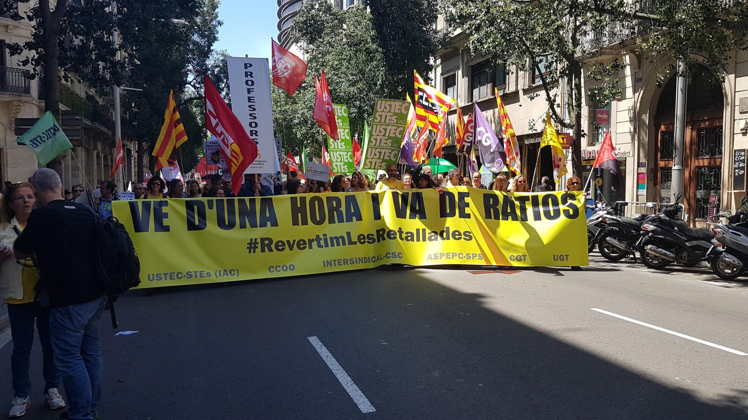 Manifestación de los maestros y profesores de escuelas e institutos en Barcel