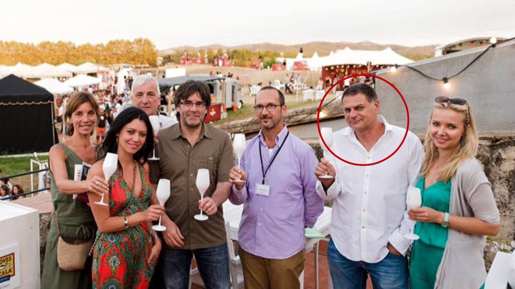 Miquel Casals, encerclat, al White Summer Festival, amb Carles Puigdem