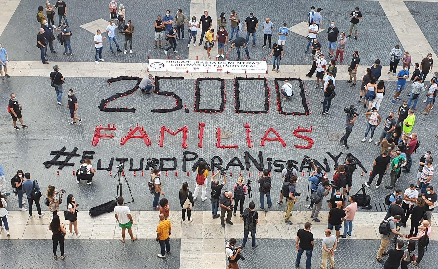 Protesta de los trabajadores de Nissan en la plaza de Sant Jaume de Barcelona