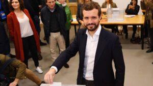 Pablo Casado votando