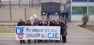 Protesta ante el CIE de Barcelona para pedir su cierre