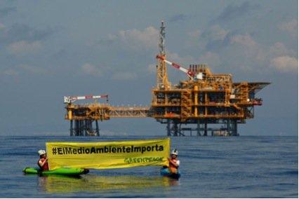 Protesta de Greenpeace contra el depósito Castor