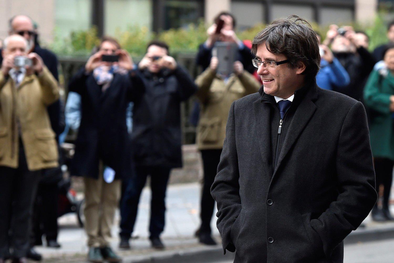Puigdemont entrant Club Premsa Brusselles