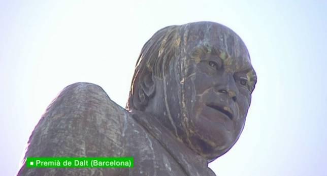 estatua pujol premia de dalt