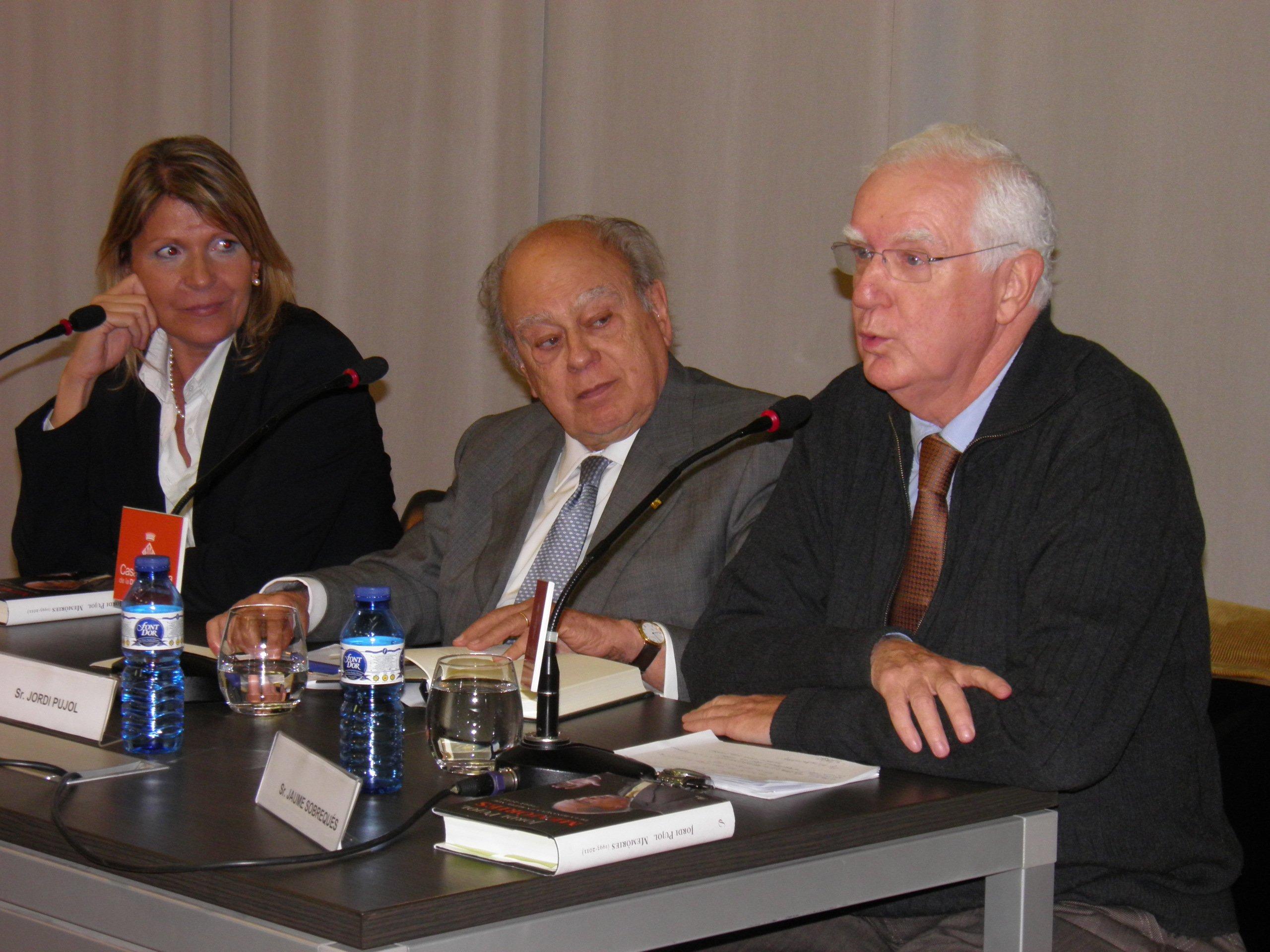 Jaume Sobrequés, en Girona con Jordi Pujol, presentando las memorias