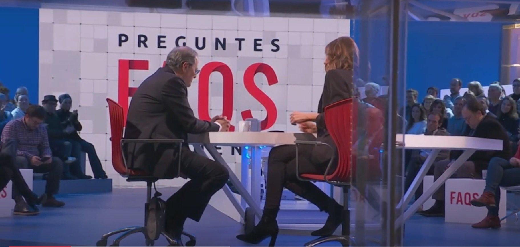 El público aplaude al presidente de la Generalitat, Quim Torra, al pr