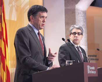 L'exconseller de Territori, Lluís Recoder, amb el portaveu Francesc Homs