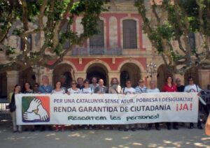 L'equip promotor de la Renda Garantida de Ciutadania davant el Parlame