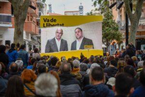 Raül Romeva y Oriol Junqueras intervienen en un acto público desde la