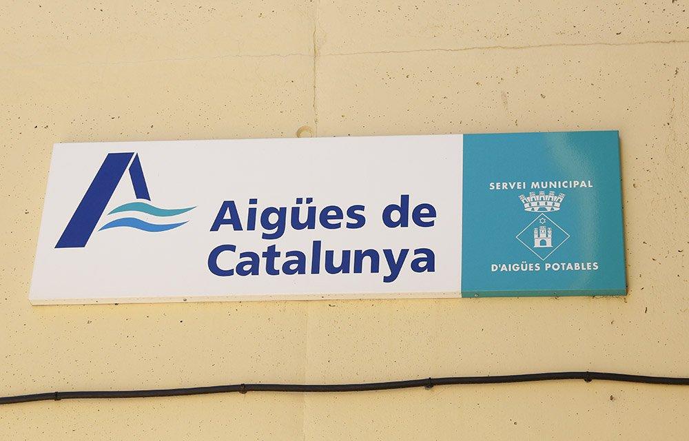 Cartel del Servicio de 'Aigües de Catalunya', en la Alforja del Camp