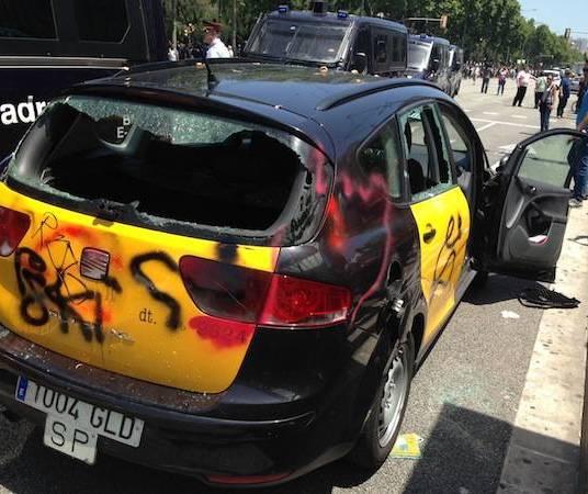Taxi cremat a Diagonal
