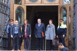 Torra, acompaña de su esposa y sus abogados, antes de ser juzgado por desobediencia en el TSJC