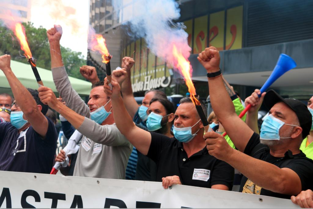 Trabajadores de Nissan protestando