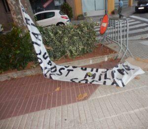 Pancarta antimilitarista a Tremp
