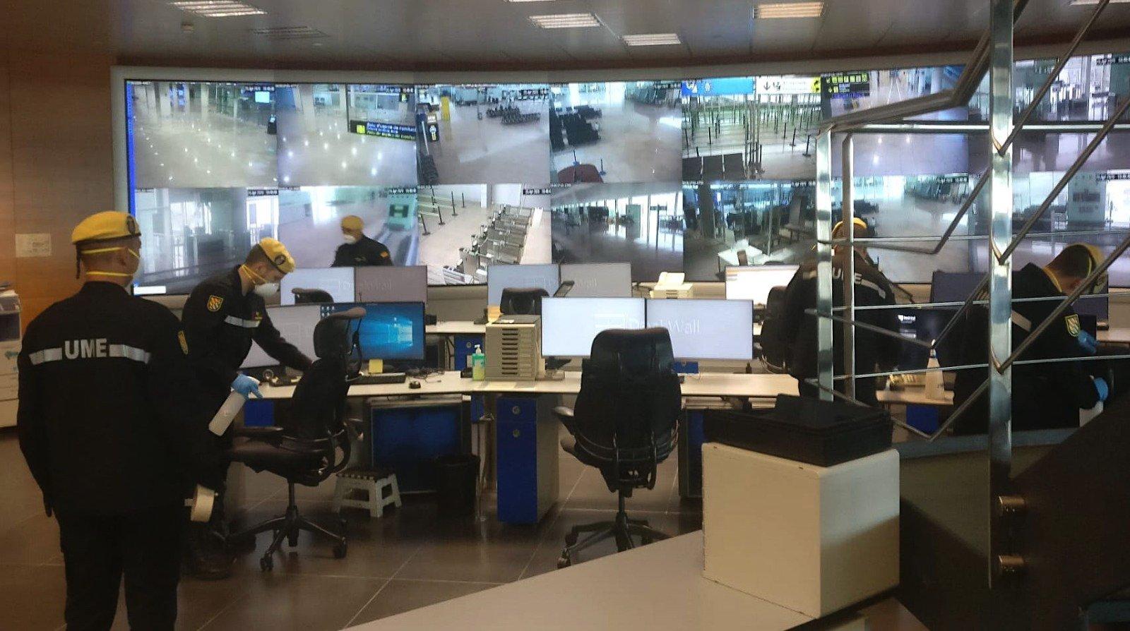 La UME, en el aeropuerto del Prat