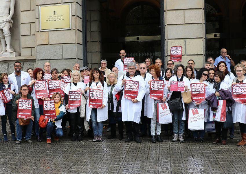Metges de Catalunya han presentat signatures a l'ICS