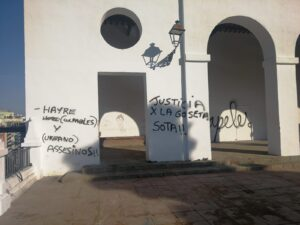 Barcelona apareix plena de pintades contra l'actuació de la GU