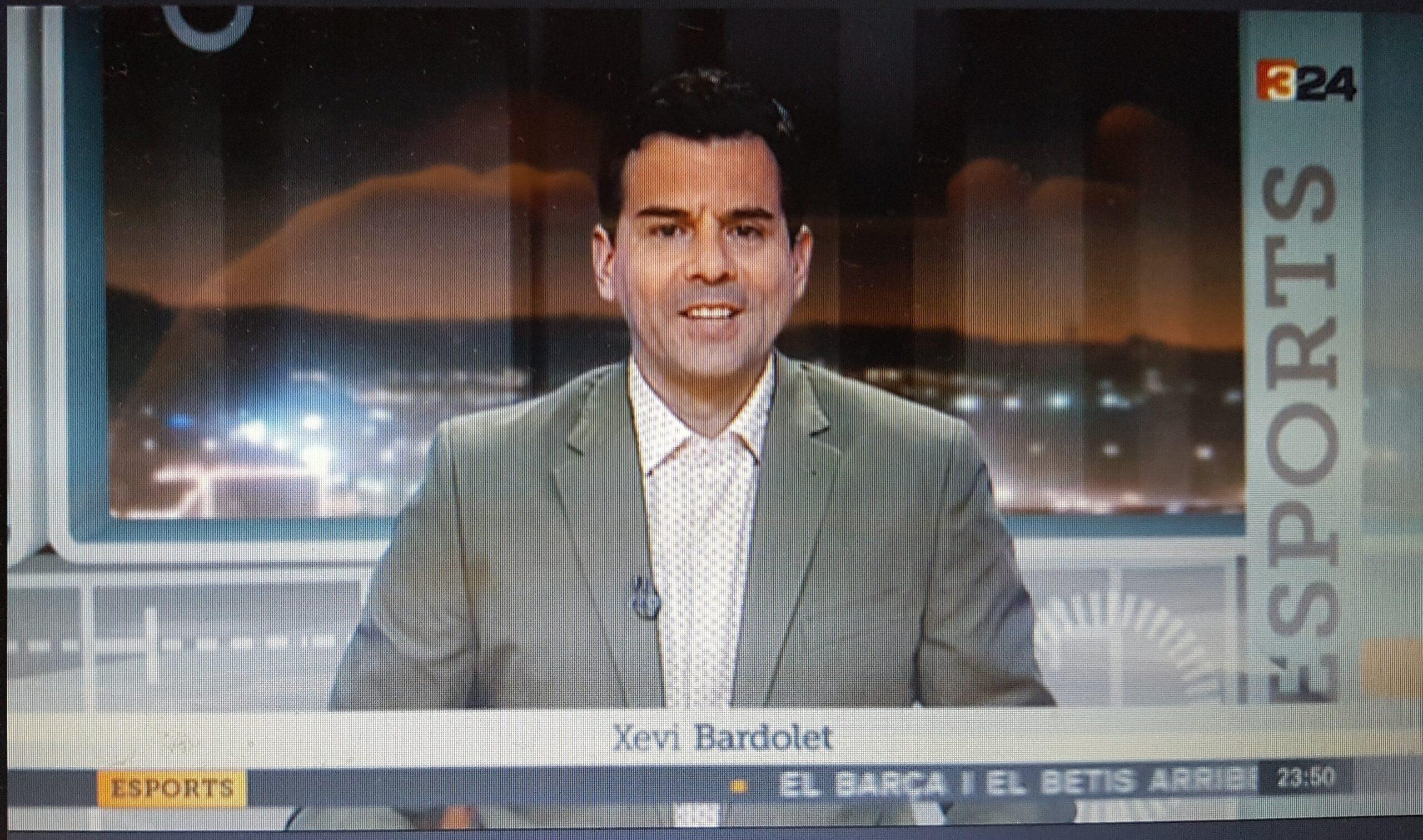 Xevi Bardolet presentant els Esports al canal 324, el 3 d'agost