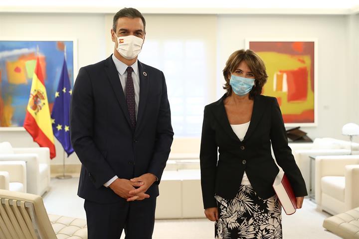 La fiscal general de l'Estat, Dolores Delgado, i el president del govern, Pedro Sánchez