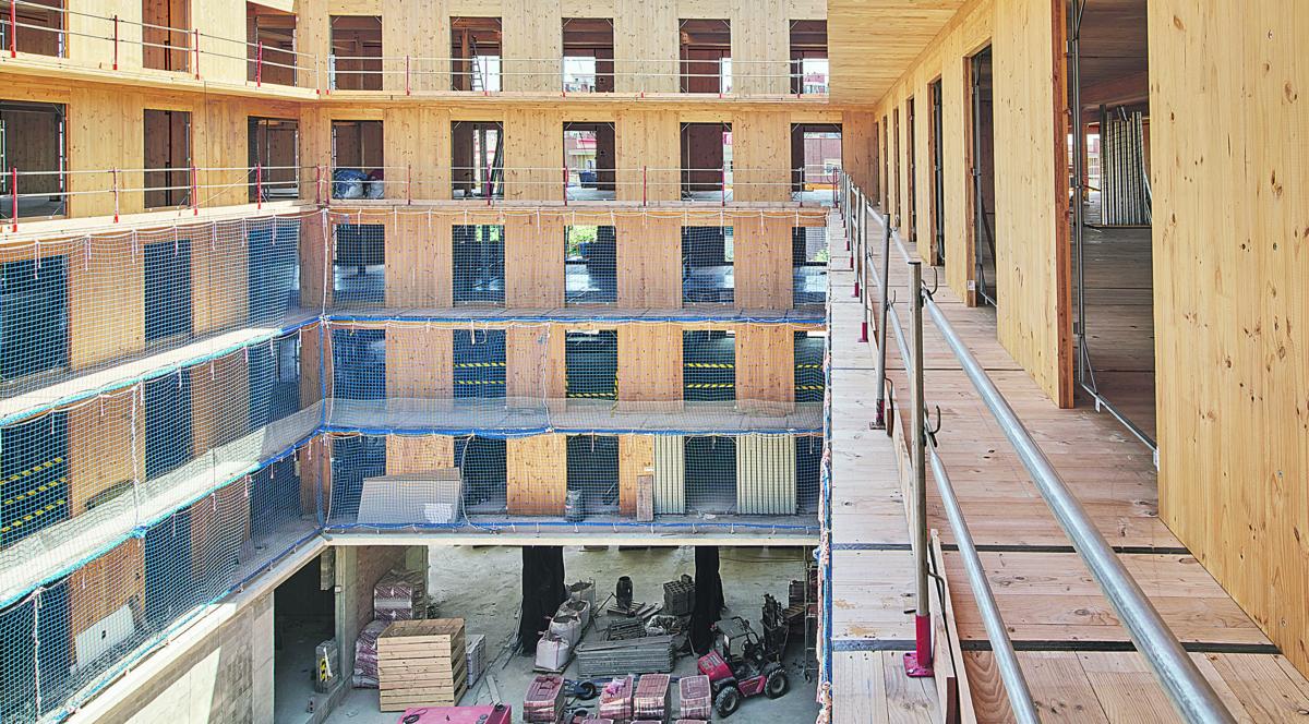 Nou edifici d'habitatges de l'IMPSOL, actualment en construcció, al solar que ocupava l'antic cinema PISA de Cornellà de Llobregat. L'equip redactor i la direcció d'obra del projecte és Peris-Toral, arquitectes.