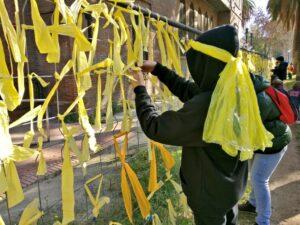 Llaços grocs al Parc de la Ciutadella