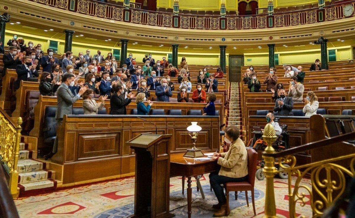 Aplaudiment a la ministra Montoro de la majoria del Congrés que ha aprovat els pressupostos