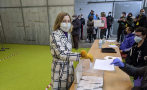 Carme Forcadell, votant el 14-F