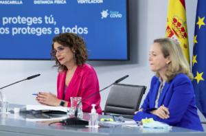 La ministra María Jesús Montero y la vicepresidenta Nadia Calviño