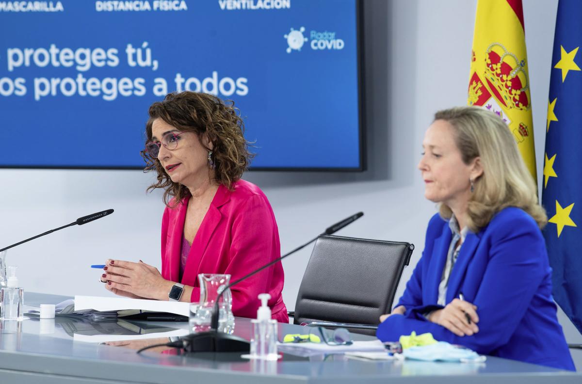 La ministra María Jesús Montero, i la vicepresidenta Nadia Calviño