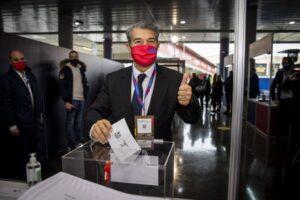 Joan Laporta votante en la jornada de elecciones presidenciales del FC Barcelona