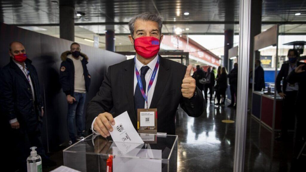 Joan Laporta votant en la jornada d'eleccions presidencials del FC Barcelona