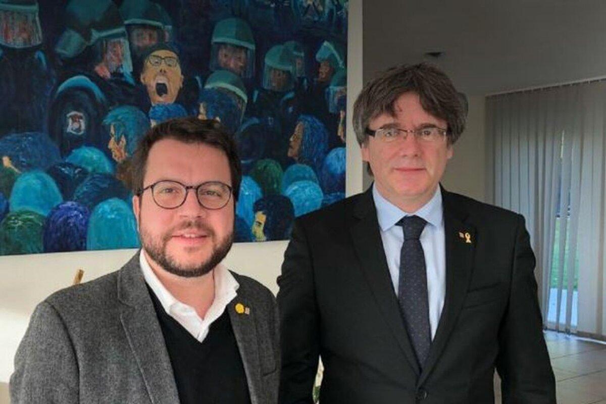 El president Pere Aragonès amb l'expresident Carles Puigdemont