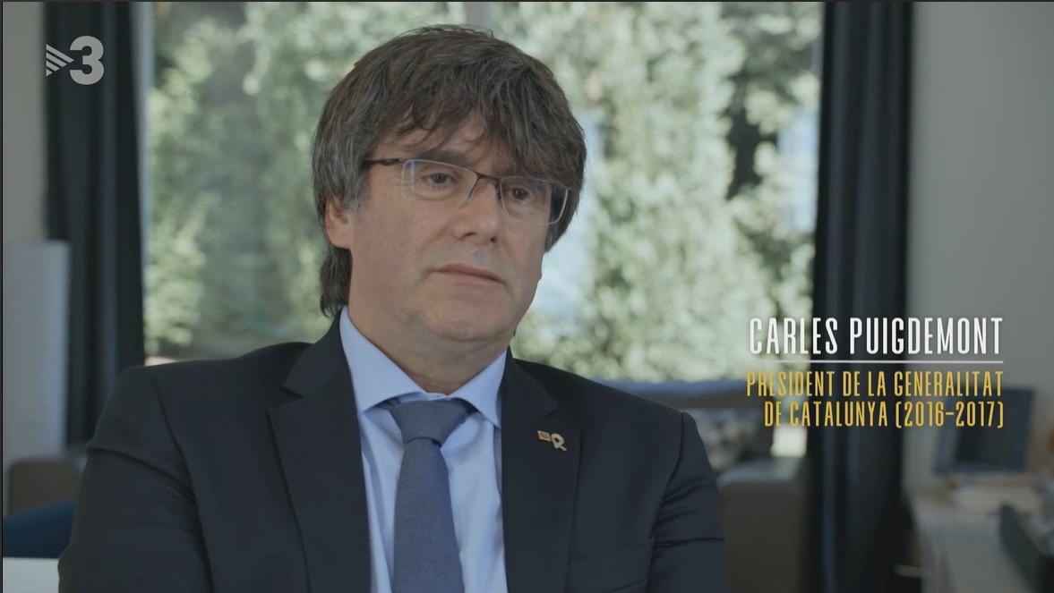 El expresidente de la Generalitat Carles Puigdemont, entrevistado en la serie 'El judici'