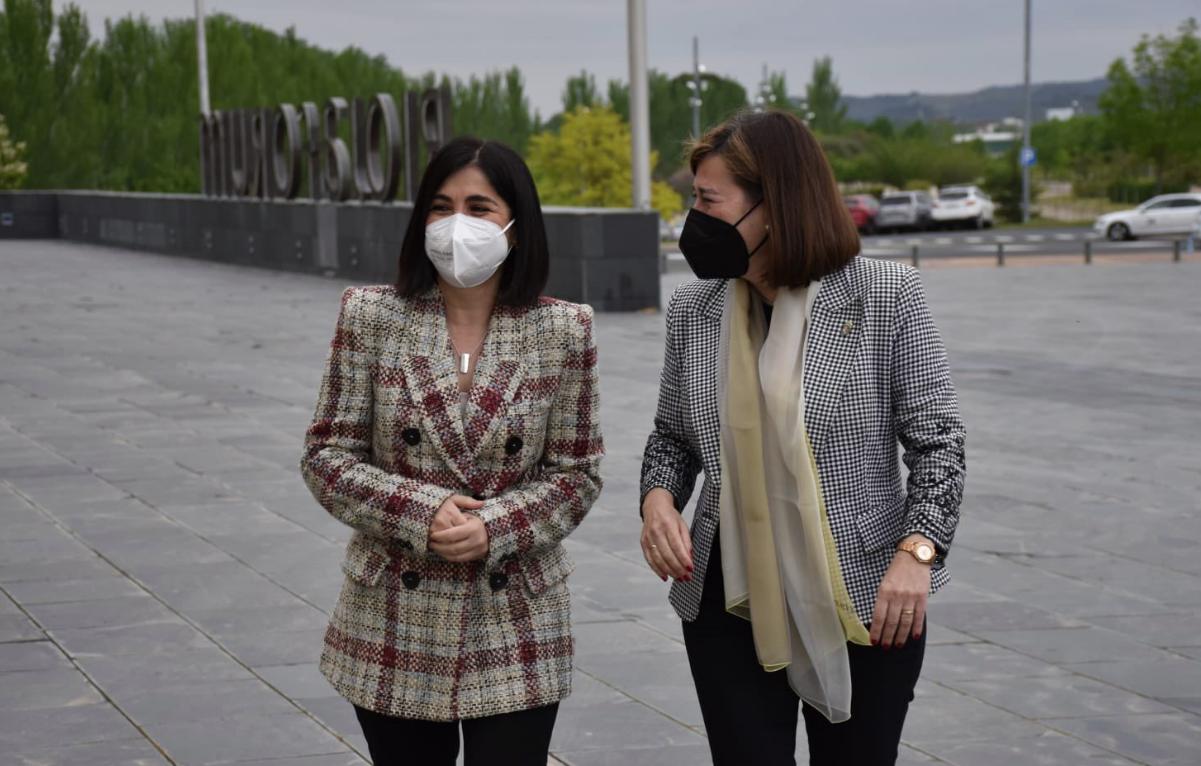 La ministra de Sanitat, Carolina Darias (esquerra), i la consellera de Salut de La Rioja, Sara Alba