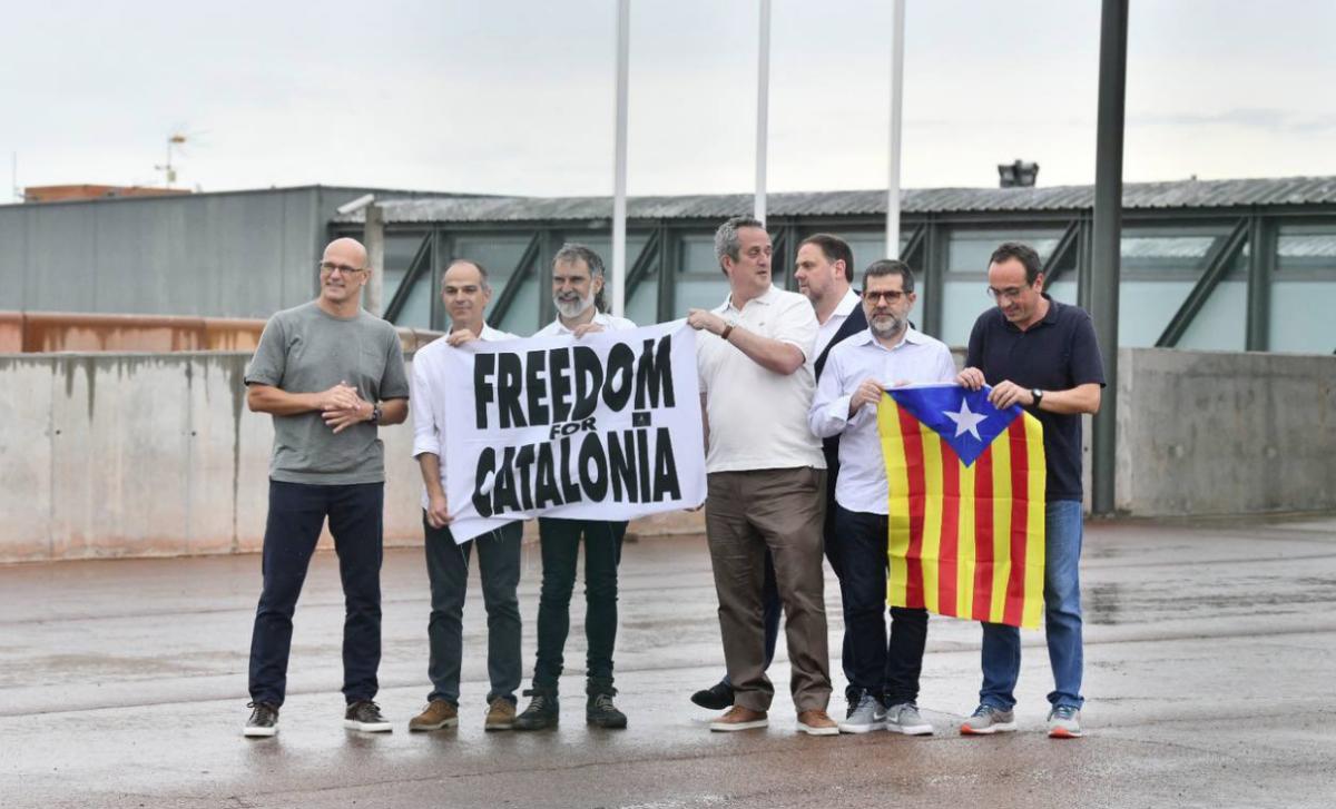 Set dels nou presos del procés indultats, sortint de Lledoners
