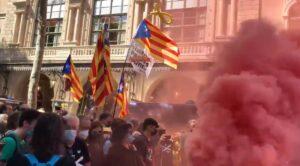 Los manifestantes se han concentrado frente al Gran Teatro del Liceo