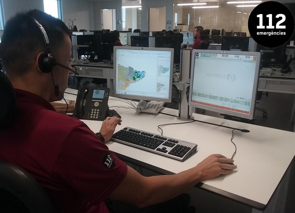 Treballador d'un centre d'atenció telefònica del 112