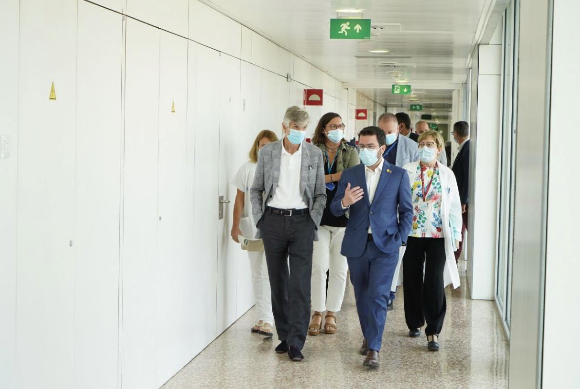 El presidente Aragonès y el consejero Argimon, en el Hospital de BellvitgeEl president Aragonès i el conseller Argimon, a l'Hospital de Bellvitge