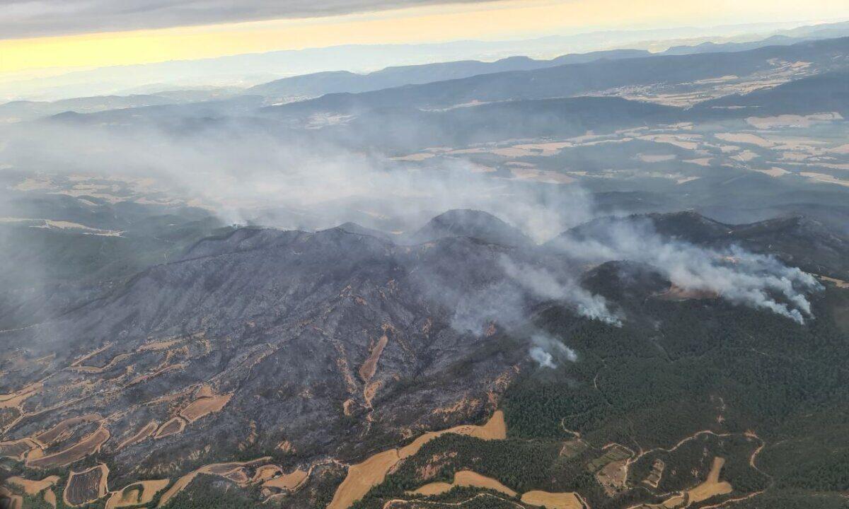 Imatge aèria de l'incendi originat a Santa Coloma de Queralt