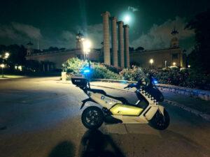 La Guardia Urbana de Barcelona controla el cumplimiento del toque de queda nocturno