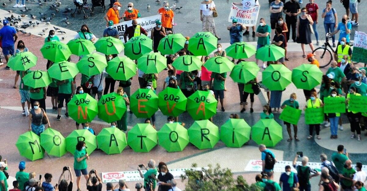 La PAH de Barcelona en una concentración para la ampliación de la moratoria de los desahucios