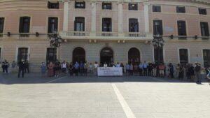 Minuto de silencio ante el Ayuntamiento de Sabadell contra el asesinato del Amal