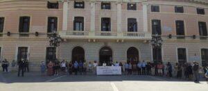 Minut de silenci davant l'Ajuntament de Sabadell contra l'assassinat de l'Amal