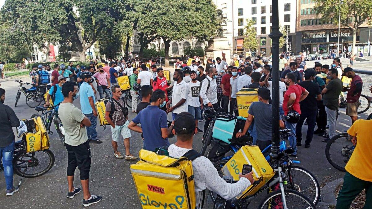 Concentració dels treballadors de Glovo a Plaça Catalunya