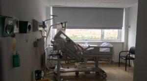 Habitació d'un pacient amb covid-19 a l'Hospital del Mar (Barcelona)
