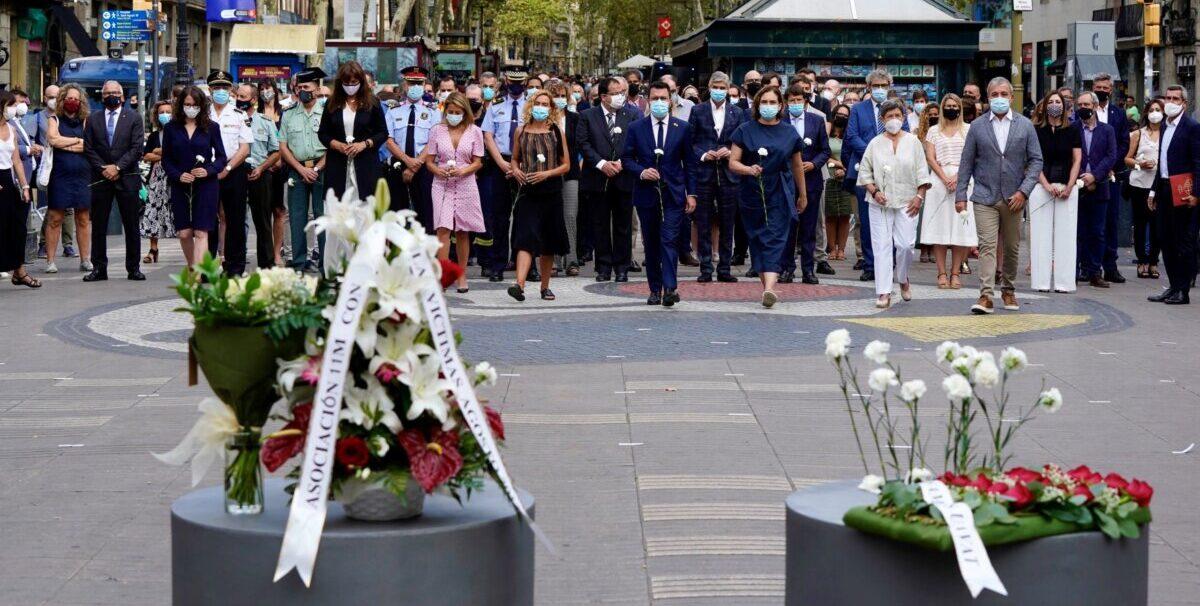 Minuto de silencio en recuerdo a las víctimas del 17-A