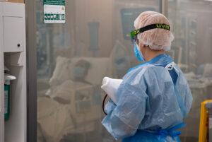 Una sanitaria en el Hospital Clínic de Barcelona