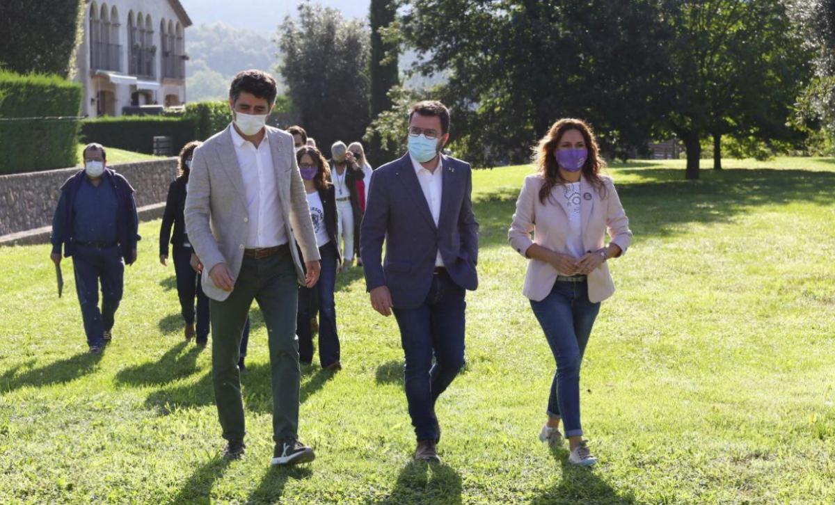 Aragonès, Puigneró y Vilagrà, durant la jornada de convivencia del gobierno en la Vall d'en Bas