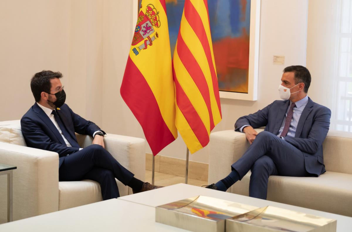 El presidente del gobierno, Pedro Sánchez, en su encuentro con el presidente de la Generalitat, Pere Aragonès