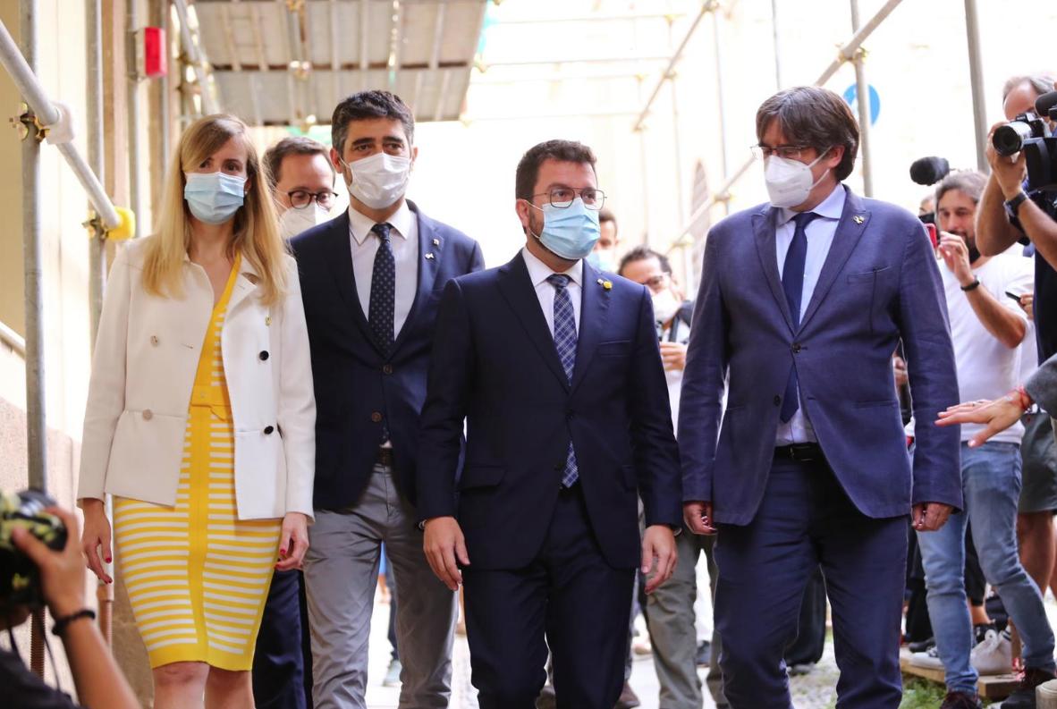 Trobada del president Aragonès i de membres del seu govern amb l'expresident Puigdemont